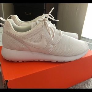 White roshes size 6Y